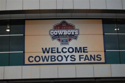 Cowboys Training Camp 2009 047 (Custom)